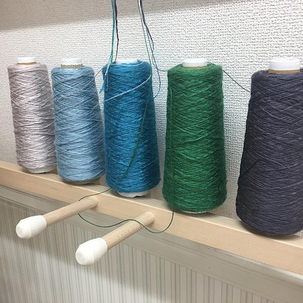 青い糸で織ったシルクのショール