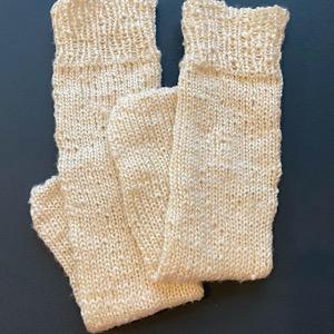 手編みの靴下の写真