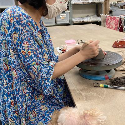 陶芸をやっている写真