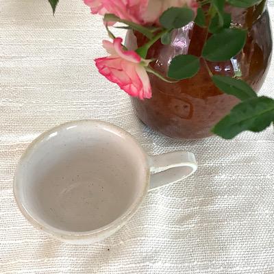 白いカップの写真