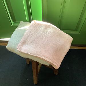 ホーリーバジルで染めた布の写真
